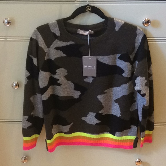 Brodie fine cashmere Camo sweater with color trim